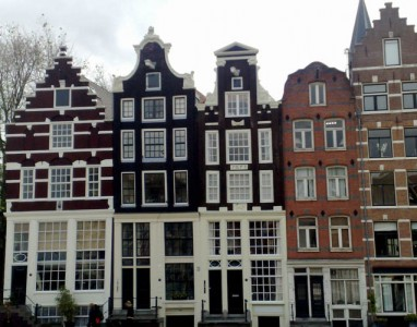 wandeling-hofjes-grachtenpanden-amsterdam_building-stories.jpeg